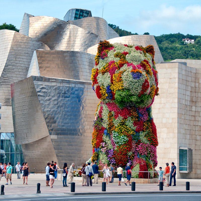 doggy made of flowers in Bilbao щенок из цветов в Бильбао автор фото Демидов Игорь