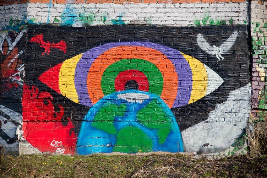Уличное искусство рисунок на стене земля, огромное око, пламень, дьявол, лёд, ангел фото Демидова Игоря street art conceptual painting earth, great watching eye. fire, devil, ice, angel