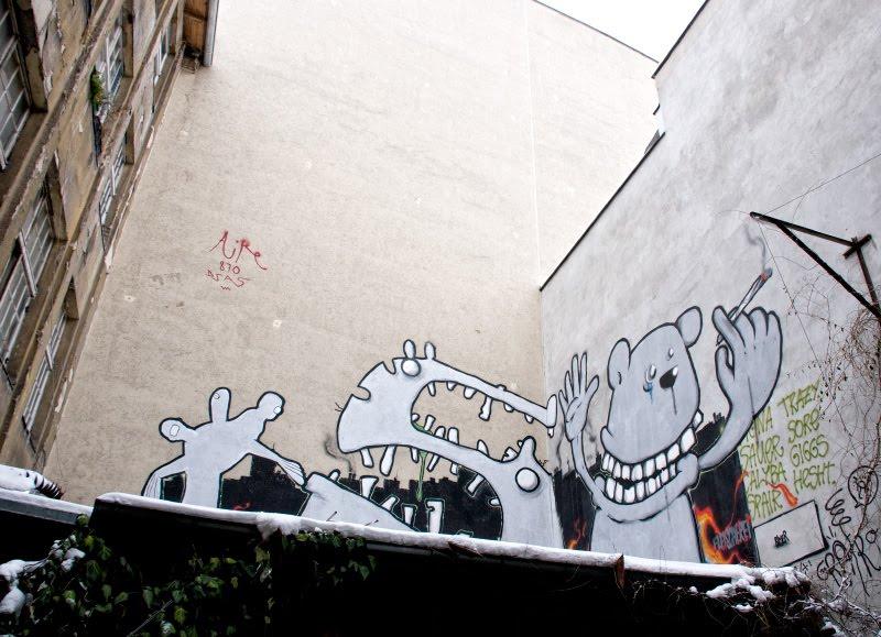 graffiti Berlin street art monsters on the roof уличное искусство Берлина уродцы на крыше граффити автор фото Демидов Игорь