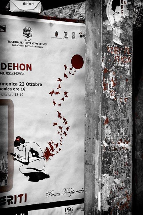 плакат с сепукку или харакири на грязной уличной стене автор фото Демидов Игорь  sepukku  on street  poster at dirty wall
