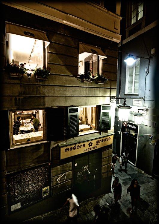 sity street at night light in the windows свет в окнах ночного города улица и фонари автор Демидов Игорь