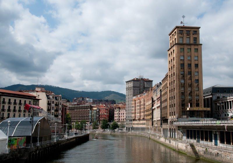 Нервьон Nervión вид на реку в Бильбао автор Демидов Игорь river side view in Bilbao
