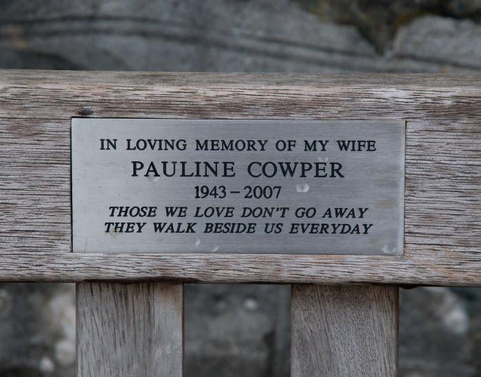 скамейка табличка памятная надпись bench memory plate