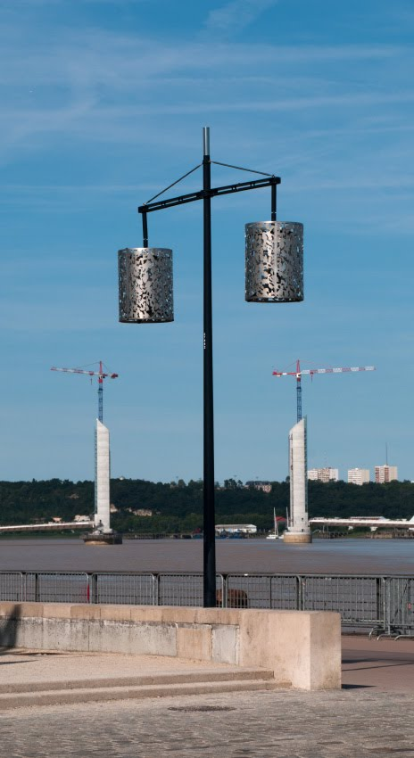 cranes and lamps in Bordeaux port фонари и краны в порту Бордо автор Демидов Игорь
