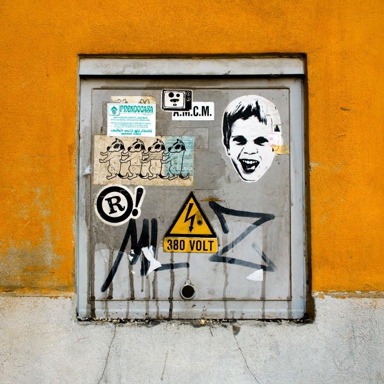 graffiti street art mural painting граффити уличное искусство автор фото Демидов Игорь square hatch creative object квадратный лючок объект созидания