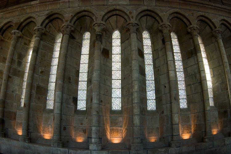 lancet window arches of Mont Saint-Michel Мон-Сен-Мишель узкие стрельчатые окна автор Демидов Игорь