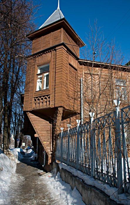 эркер дом деревянный вычурный сложный Нижний Новгород автор Демидов Игорь bay window in wooden house winter snow ice