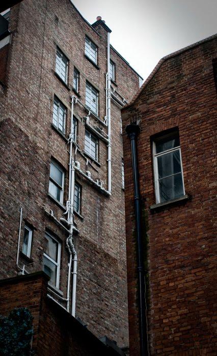 стены кирпичные трубы на доме автор Демидов Игорь red brick walls white pipes