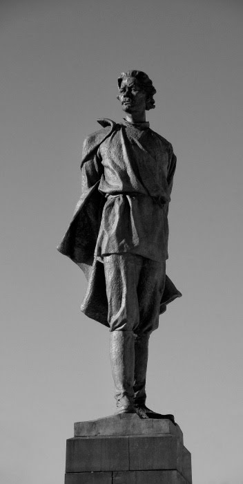 памятник Максиму Горькому в Нижнем Новгороде автор фото Демидов Игорь maxim gorky monument in nizhny novgorod