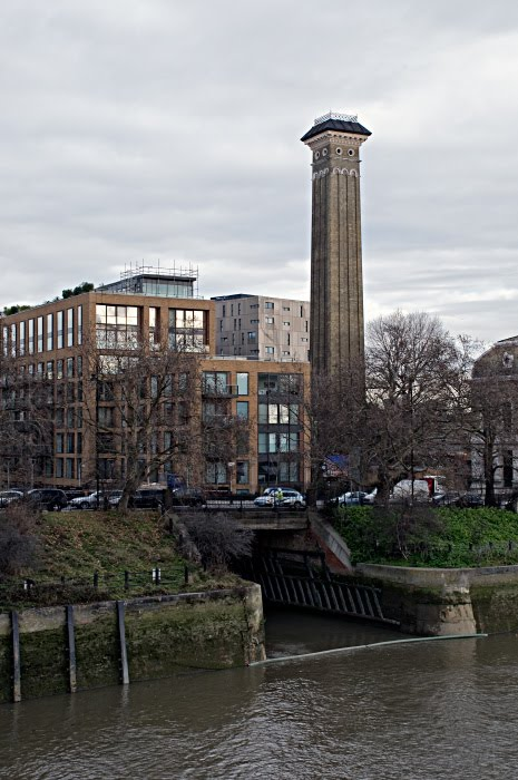chimney on Thamse river bank bridge and building Труба и мост на берегу Темзы урбанистический вид Лондона автор Демидов Игорь