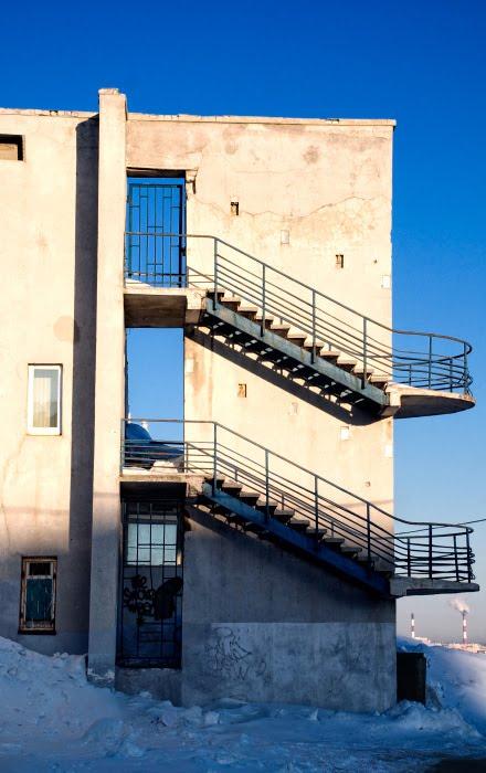 стена лестница открытые двери в небо автор Демидов Игорь ladder wall doors open to the sky