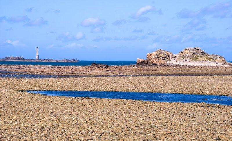 beacon island dry sea bottom остров и маяк на сухом дне моря автор Демидов Игорь