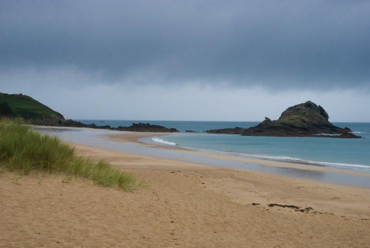 beach sea sand clouds пляж тучи песок и море скоро дождь автор Демидов Игорь