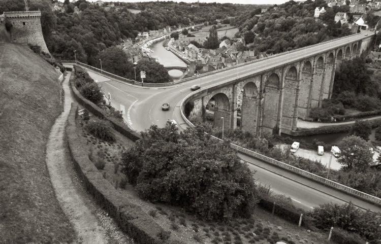 viaduct Dinan France Brittany высокий старинный виадук в Динане во Франции автор Демидов Игорь