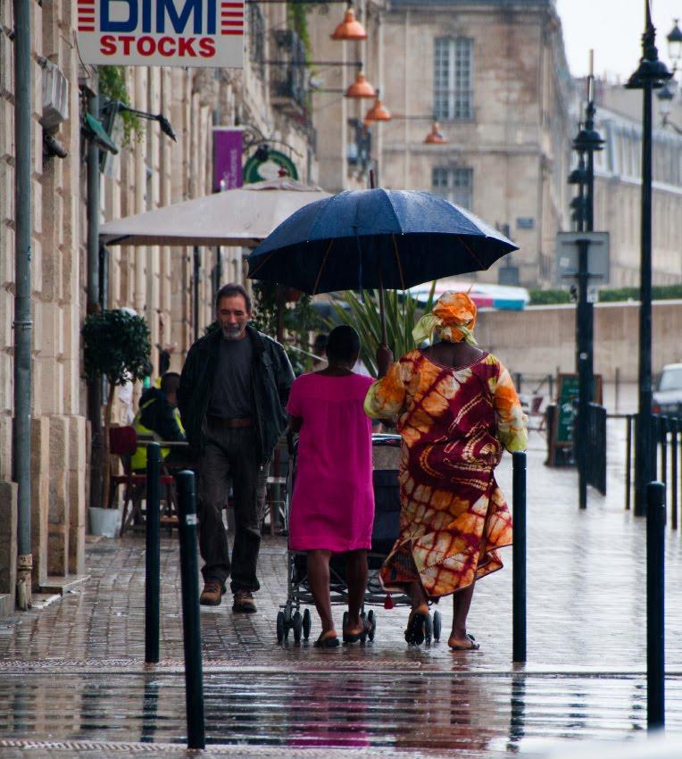 Bordeaux colourful pedestrians on the streets at rainy day  Цветные пешеходы на дождливых улицах Бордо автор Демидов Игорь