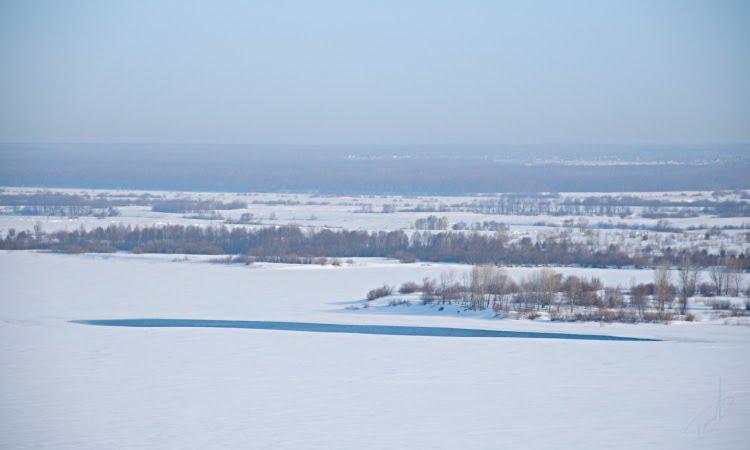 низкий берег Волги у Нижнего Новгорода равнина снег прогалина автор Демидов Игорь Volga river low side great snow plane