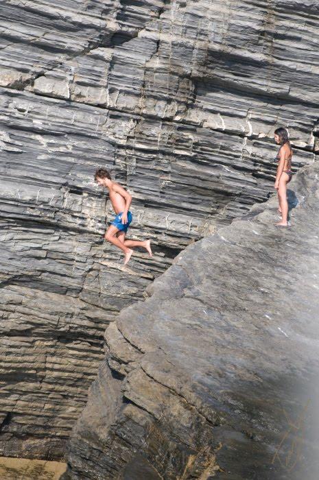 прыжок со скалы парень летит jump from the rock flying man автор Демидов Игорь