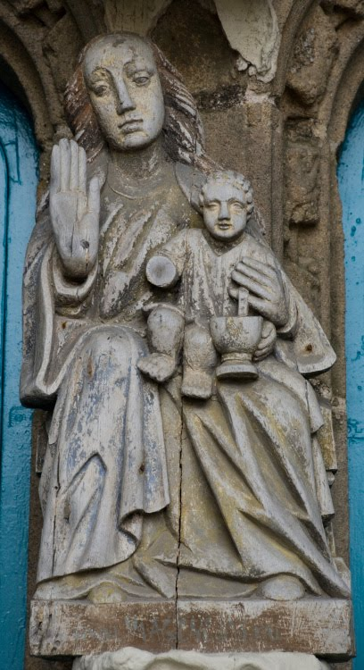 wooden Madonna in Batz-Sur-Mer деревянная Мадонна на рыбацком храме в Бат-су-Мер автор Демидов Игорь