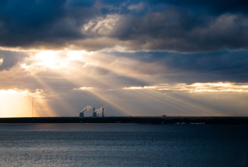 last sun ray sea clouds sky последние лучи солнца на Финском заливе автор Демидов Игорь