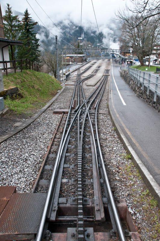 швейцарские железнодорожные пути рельсы зубцы автор фото Демидов Игорь Swiss railway rails rail-road