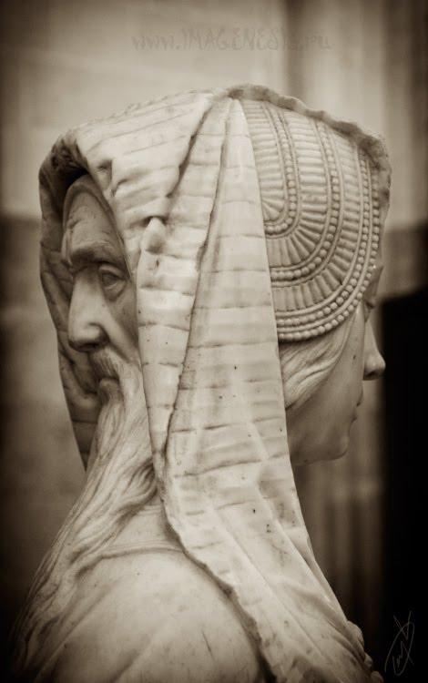 statue with mqale and female faces статуя с лицами мужчины и женщины автор Демидов Игорь