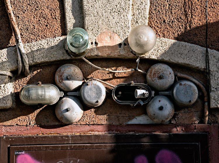 звонок уличный фонарь лампа дверь стена автор Демидов Игорь wall street lamp bell