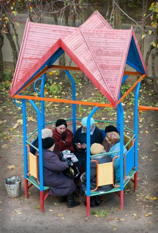 old men company in pavilion старушки в беседке автор Демидов Игорь