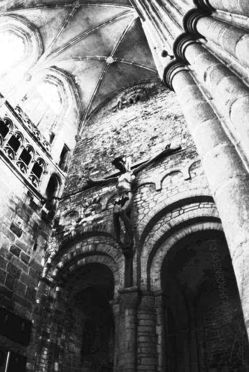gothoc cricifix in Brittany church Древнее распятие в церкви в Бретани автор Демидов Игорь