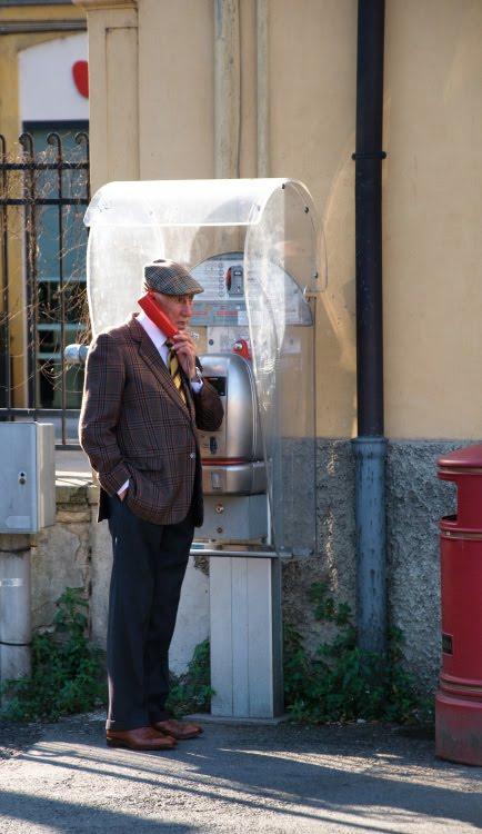 old man in old style pay phone Parma Italy старичок стоит в таксофоне старый человек старый телефон Парма, Италия автор Демидов Игорь