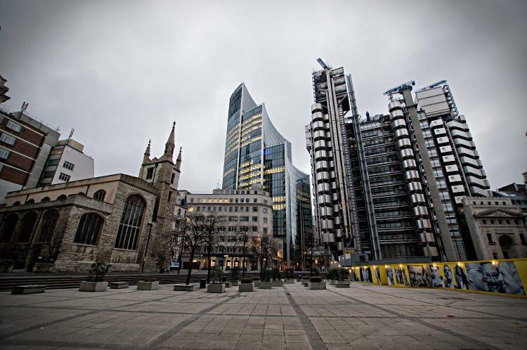 Лондон сити бетон стекло металл деревья церковь автор Демидов Игорь London City concrete glass metal stone church building