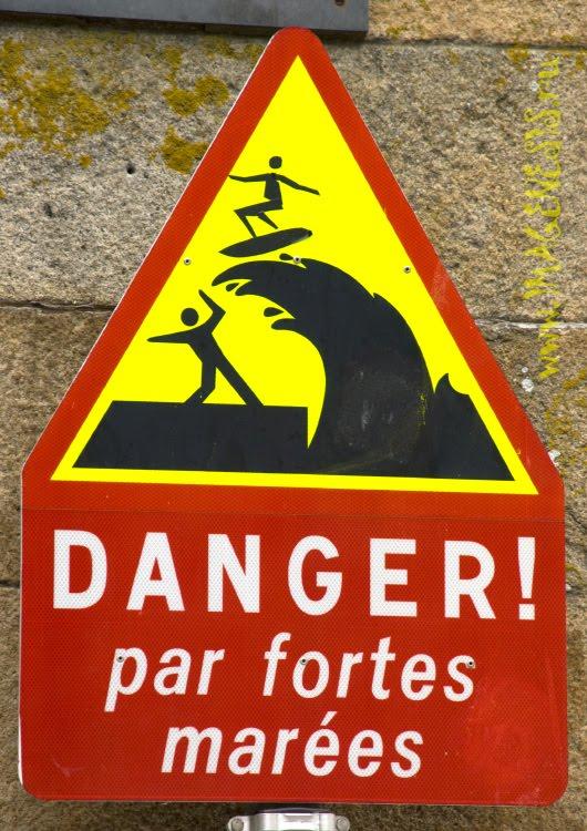 warning of high waves and surfers осторожно, высокие волны и сумасшедшии сёрферы автор Демидов Игорь