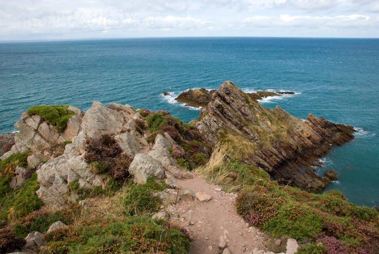 Path on the edge of Normandia cliffs тропа по краю скал нормандии автор Демидов Игорь