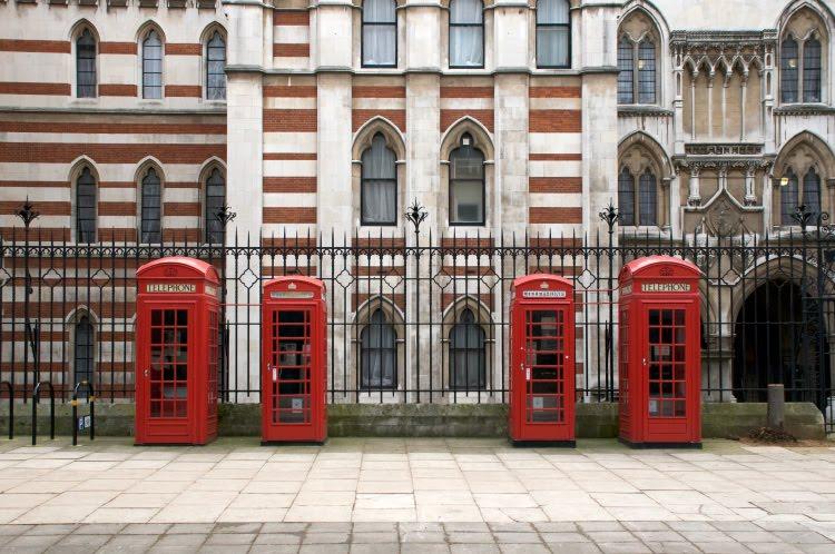 London Calling four red call box четыре красных телефонных будки Лондон на линии звонит автор Демидов Игорь