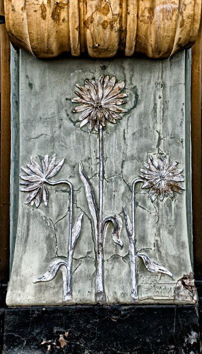 chrysanthemum ar nuvo old wall stone flowers хризантемы Ар Нуво на стене дома в Нижнем Новгороде автор Демидовв Игорь