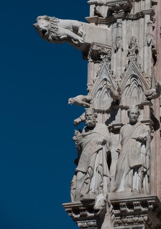Львы и горгульи на Сиенском соборе автор фото Демидов Игорь Siena duomo lions figures and gargoyles