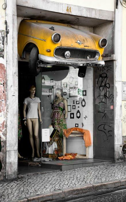 Гламурный магазин автомобиль винтаж манекен без трусов и юбки автор Демидов Игорь vintage car glamour mannequin no pants naked