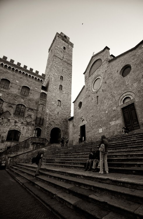Ступени перед храмом в Сан Жиминиано автор Демидов Игорь Collegiata di Santa Maria Assunta Church steps tower San Giminiano