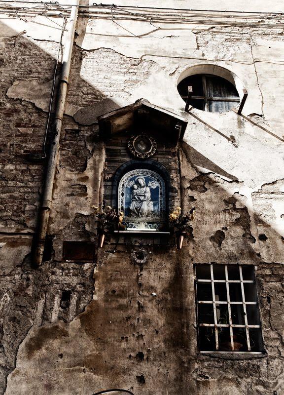 Икона образ стена водосток окна трещины Сиена автор Демидов Игорь Siena brick walls windows pipe and Icon