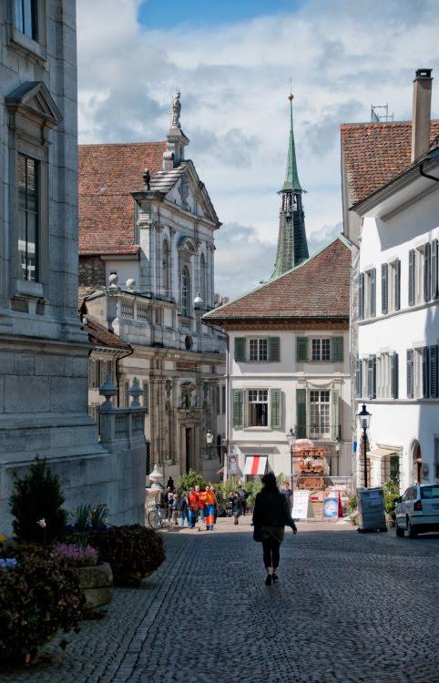 Резная линия крыш над улицами Золотурна автор Демидов Игорь carved line of roofs over Solothurn street