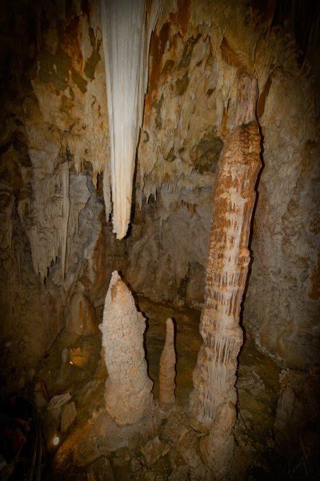 сталактиты и сталагмиты стремятся соединиться пещеры Тойрано автор Демидов Игорь stalactite and stalagmite strive for reunion Toirano grotto