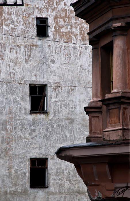 balcony and empty windows composition композиция из пустых окон и балкона в Выборге автор Демидов Игорь