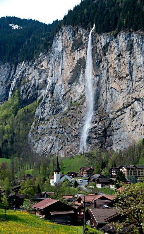 Lauterbrunnen waterfall church flowers town view  Вид на Лаутербруннен водопад церковь цветы