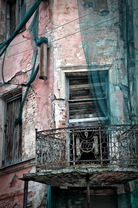 old cracked building старое потрескавшееся здание автор Демидов Игорь