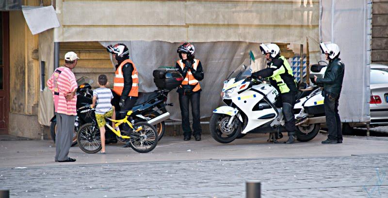 мотоиклисты мото иклы мальчик велосипед полосатые люди автор Демидов Игорь bike bicycle stripy people
