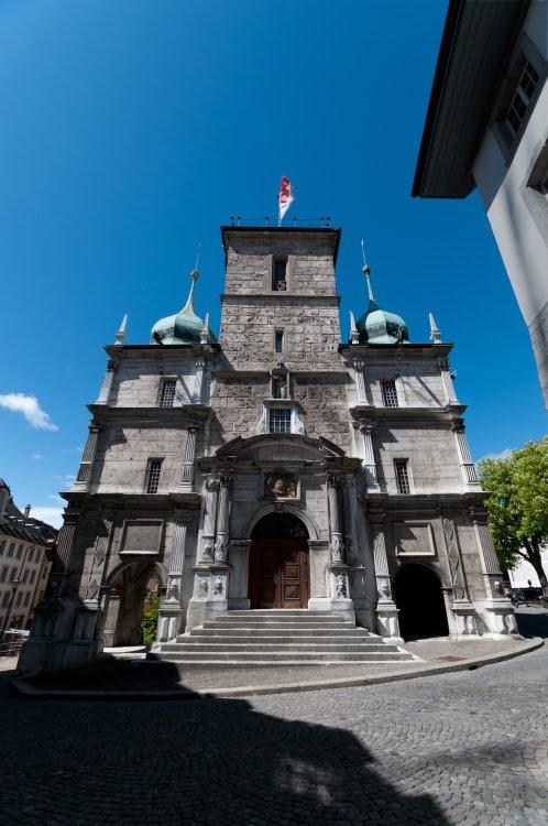 ратуша Золотурна улица проходит наискосок вниз мимо крыльца автор Демидов Игорь Solothurn rathhouse street steps
