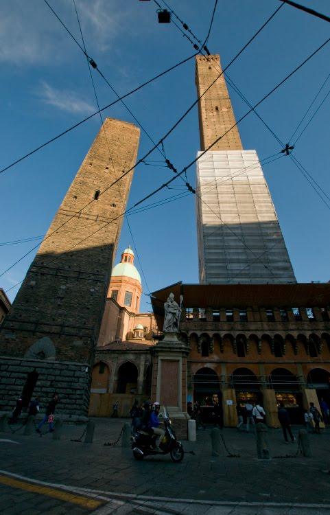 Торре Гаризенда Азинелли Болонья башни падающие символ автор Демидов Игорь Torre Asinelli Garizenda Bologna Bologna
