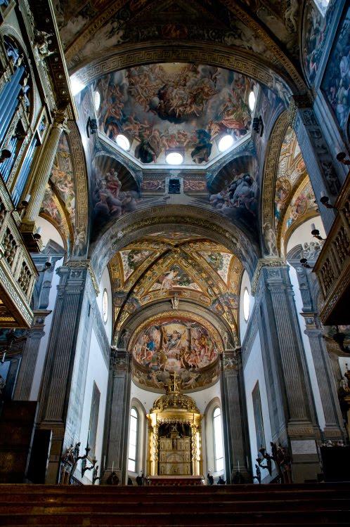 saint Giovanni duomo church Parma roof interior columns altar внутеннее пространство церкви святого Иоана в Парме потолок роспись колонны алтарь автор фото Демидов Игорь