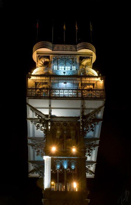 Публичный лифт Лиссабона ночью автор Демидов Игорь Lisbon public lift at night