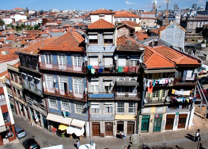 Цветные балконы Порту жизнь кипит бельё веты солнце автор Демидов Игорь colourfull balconies of Portu life around