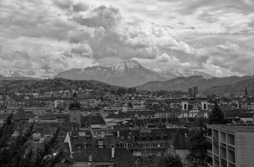 Вид на Люцерн с крепостных стен выглядит как литография автор Демидов Игорь Luzern panorama view from city walls